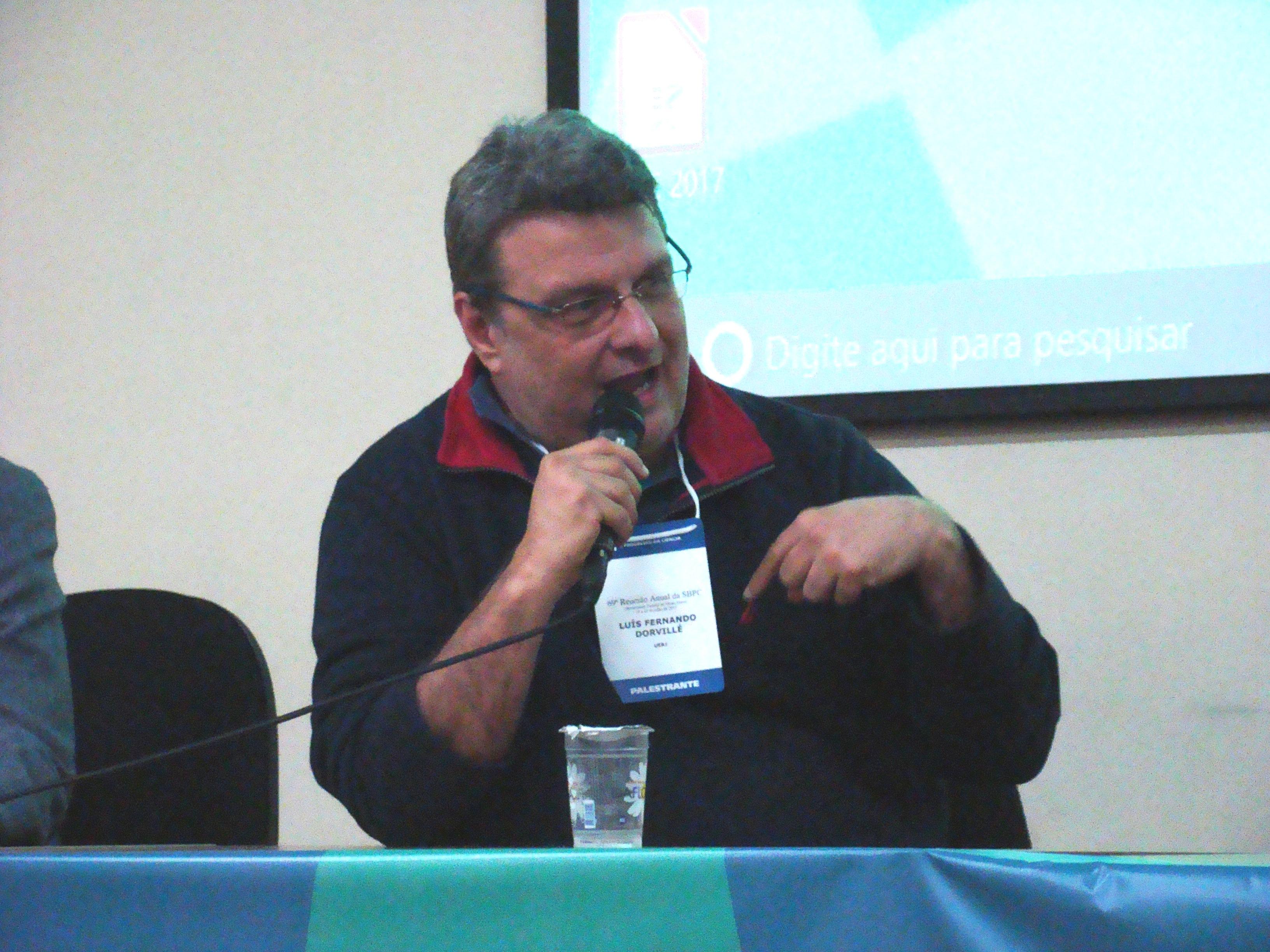 Luís Dorvillé discute os desafios da formação de professores na universidade laica