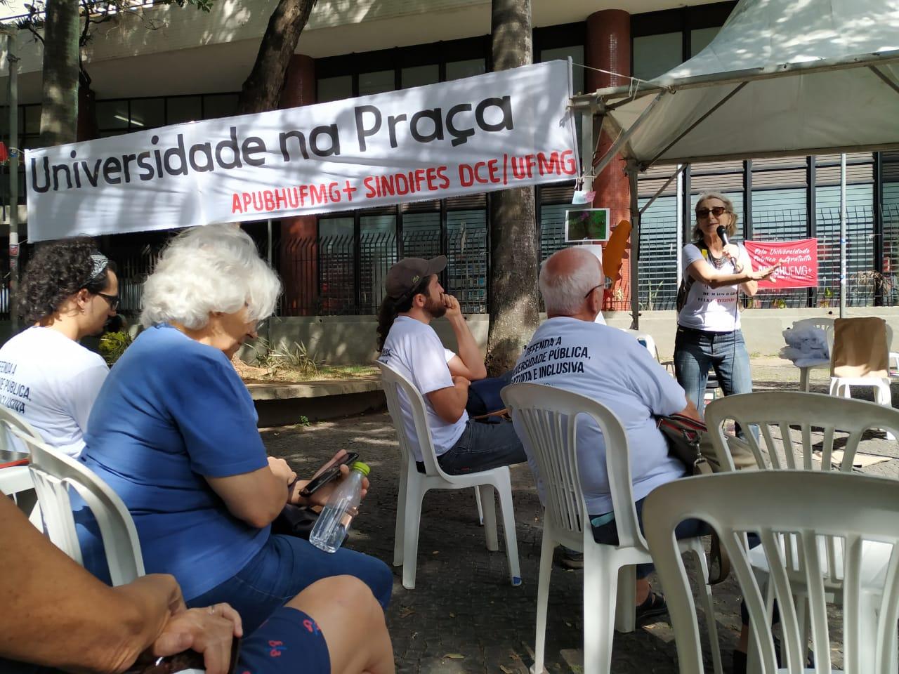 Universidade Na Praça: divulgação científica cara-a-cara