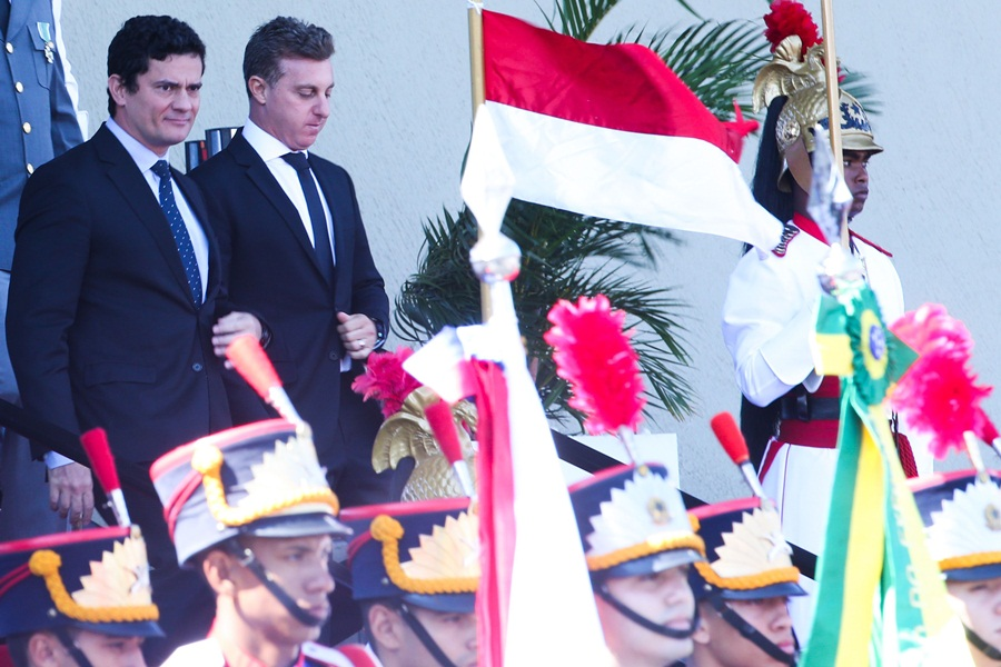 Brasília - O Juiz Federal Sérgio Moro E O Apresentador Luciano Huck  Participam Da Cerimônia Comemorativa Ao Dia Do Exército, No Quartel-General Do Exército (Antonio Cruz/ Agência Brasil)