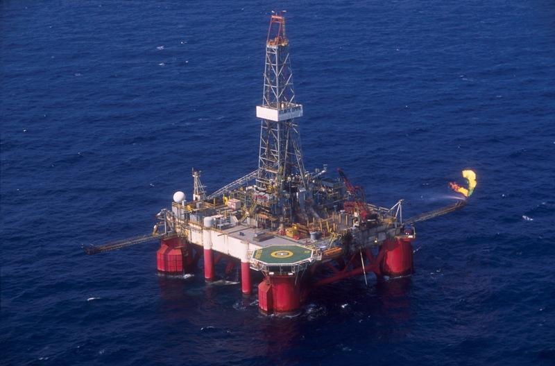 01/08/2004-Plataformasemi Submersível SS-11