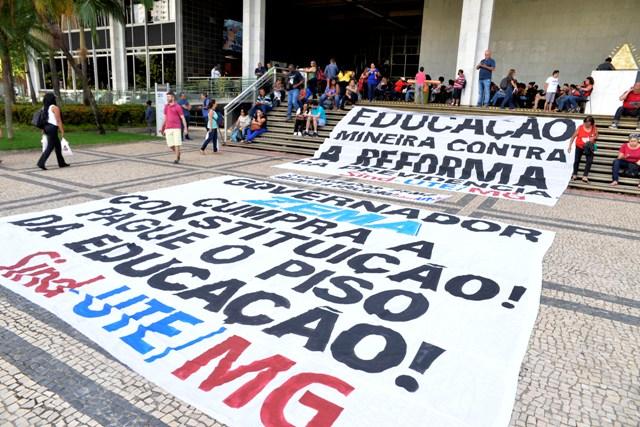 O Desmonte Do Direito Constitucional à Educação