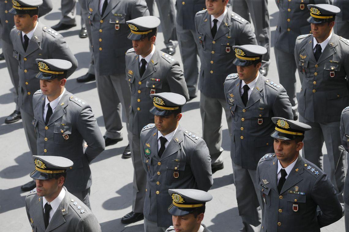 Formatura E Diplomação De Militares Na Escola De Aperfeiçoamento De Oficiais, Na Vila Militar Em Deodoro.