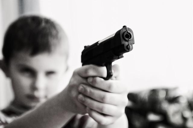Ivane Perotti – Cartilha Do ódio – Laboratório De Tristes Aprendizagens