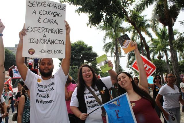 Dalvit Greiner – Professor Deve Atuar Como Militante – Foto #15M – Yolanda Assunção