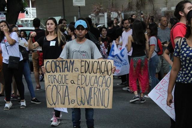 Renata Duarte – Quando A Educação é Alvo De Ataques – Yolanda Assunção – Cortes Na Educação