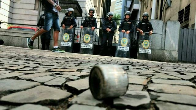 Polícia é A Resposta à Falta De Política!