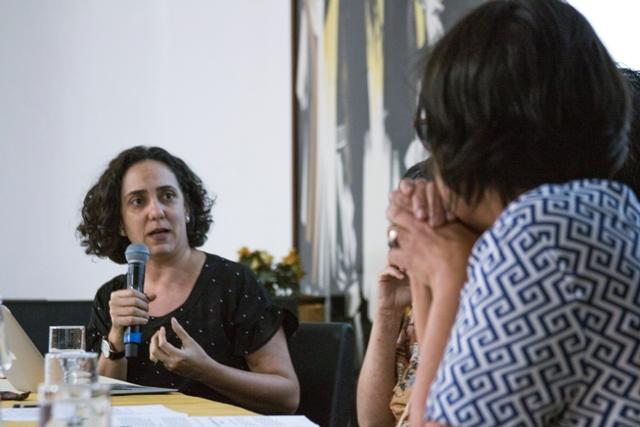 Maria Cristina Gouveia (UFMG), Fabíola Farias (Biblioteca Infanto Juvenil – FMC) E Débora D'avila (Universidade Das Crianças – UFMG) Na Conferência Os Espaços Para As Crianças Na Cidade – 30 11 2017