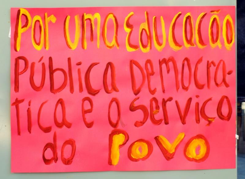 Organizar A Resistência Na Educação: Uma Agenda Democrata