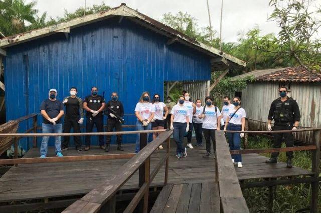 """Grupo Voluntariado """"De Coração"""", APGO E O Grupamento Fluvial De Segurança Pública, Em Distribuição De Cestas Básicas. Segup Fotos Publicas"""
