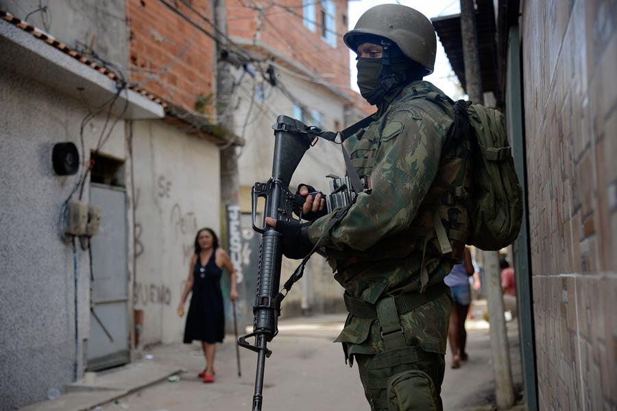 Rio De Janeiro - Fuzileiros Navais Participam De Operação Na Favela Kelson's, Zona Norte Da Cidade (Fernando Frazão/Agência Brasil)