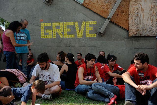 Rio De Janeiro - Professores, Em Greve Desde 12 De Maio, Protestam Em Frente à Sede Da Prefeitura Do Rio De Janeiro, No Centro.