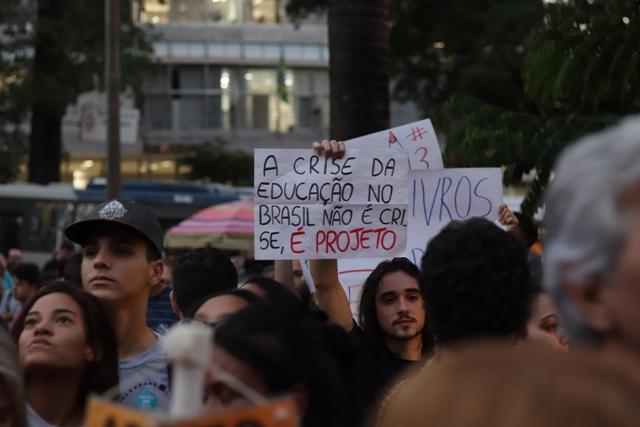 Dalvit Greiner De Paula – Pare De Correr Na Esteira – Thiago Rosado – Crise Na Educação