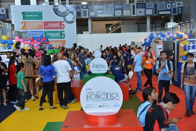 Estudantes De Ciência E Tecnologia De Todas As Regiões Do Brasil, Mostram Que Robótica é Assunto Sério Na Abertura Da Etapa Nacional Da 11ª Edição Do Torneio De Robótica Em Brasília(José Cruz/Agência Brasil)
