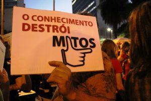 Letícia Pires – A Divulgação científica como forma de resistência – A ciência Destrói mitos