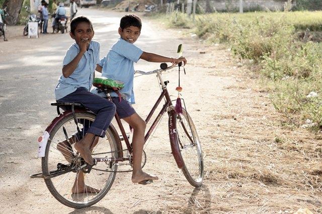 Entrememorias – Odair Souza – Crianças Numa Bicicleta