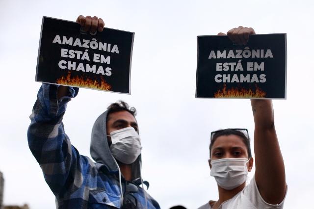 São Paulo SP 23 08 2019-Manifestações Pelo Brasil Pelos Acontecimentos Na Amazonia Com Devastação Total. No Vão Livre Do Masp O Movimento Amazonia Na Rua Levou Jovens E Sociedade Civil Contra Os Desmandos. Foto Paulo Pinto