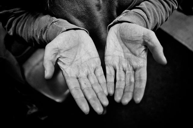 Ivane Perotti – Palavras Na Palma Da Mão
