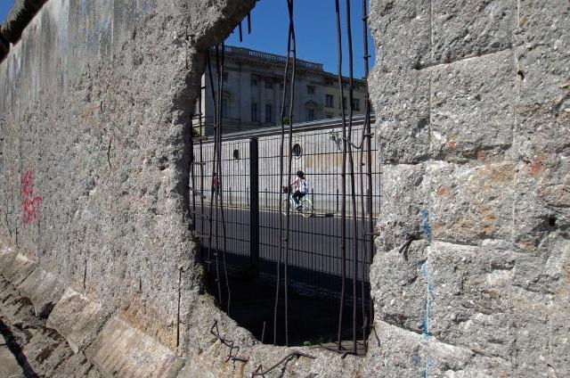 Alexandre Vaz – Muro De Berlim