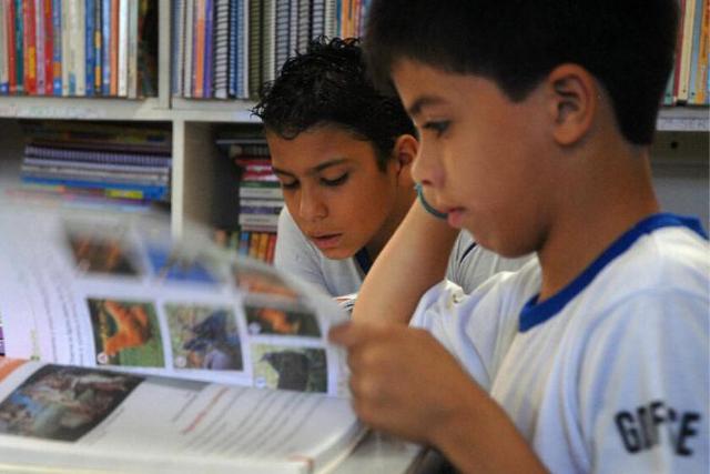Crianças Estudanto – Walter Campanato Agência Brasil