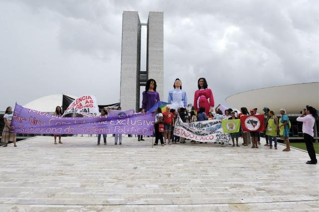 Mulheres Em Frente Ao Congresso