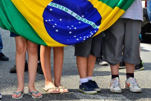 Crianças Com A Bandeira Do Brasil – Rovena Rosa Agência Brasil