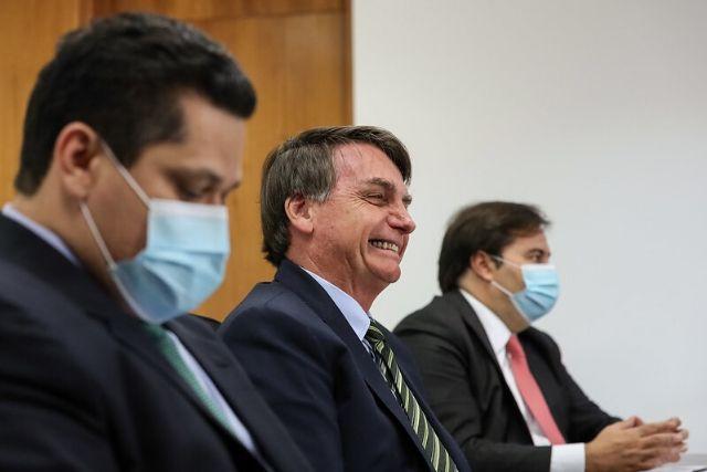 Alcolumbre (de Máscara), Bolsonaro (sem Máscara) E Maia (com Máscara) – Marcos Corrêa PR