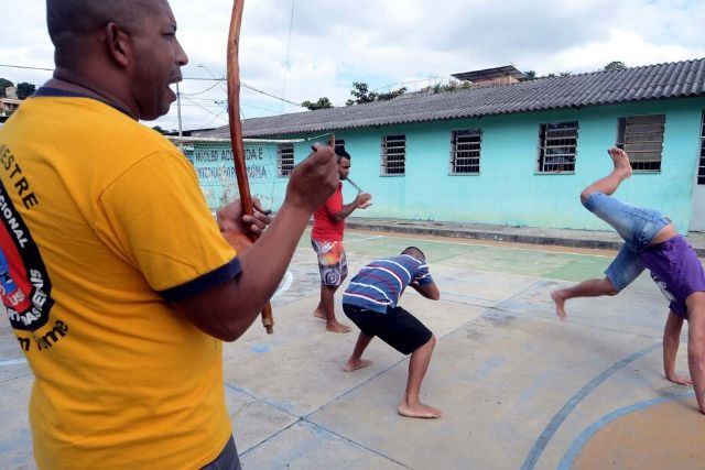 Jovens Jogando Capoeira – Imprensa MG