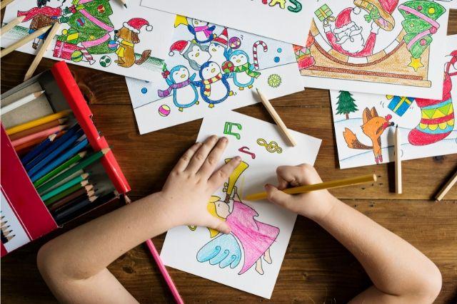 Criança Colorindo Desenhos Natalinos – Piqsels