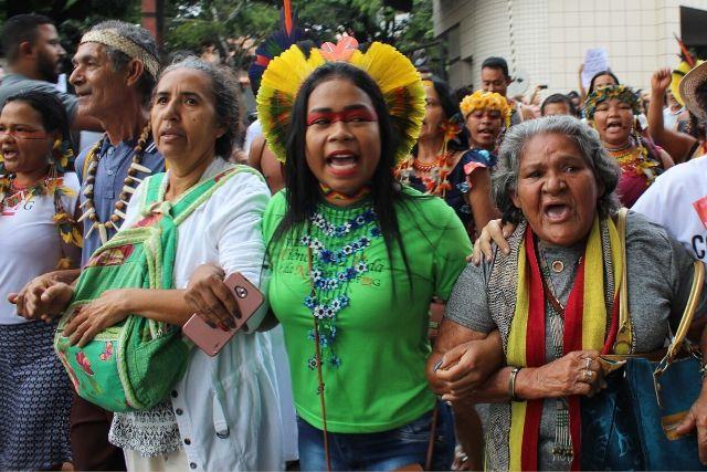 Lideranças Pataxó Em Manifestação Pela Educação. Yolanda Assunção