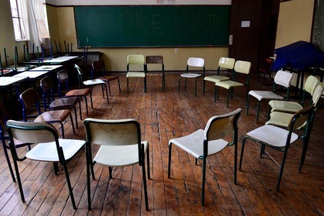Escolas Fechadas, Trincheiras De Civilização!