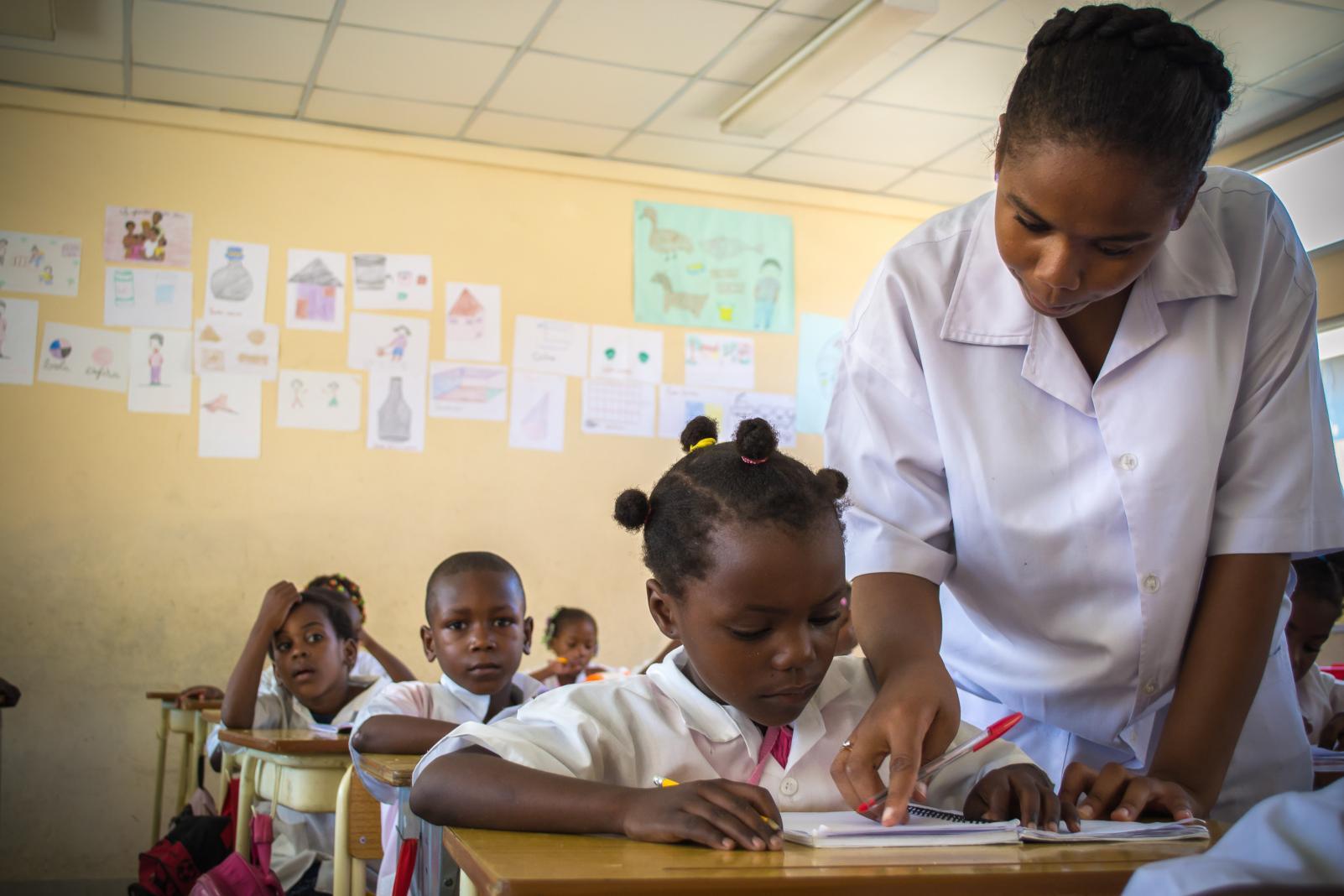 Mapeamento Discursivo Do Colonialismo E As Condições De Trabalho Docente Na Educação Primária Em Angola